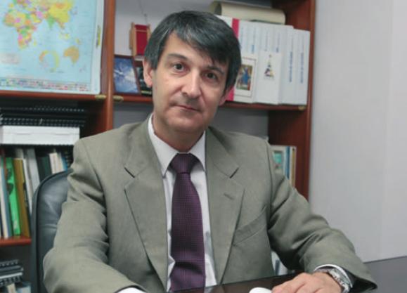"""Entrevista al director técnico del área de seguridad laboral de Burotec en la revista """"Estaciones de servicio"""""""